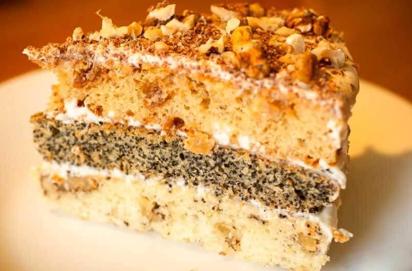 торт с маком изюмом и орехами